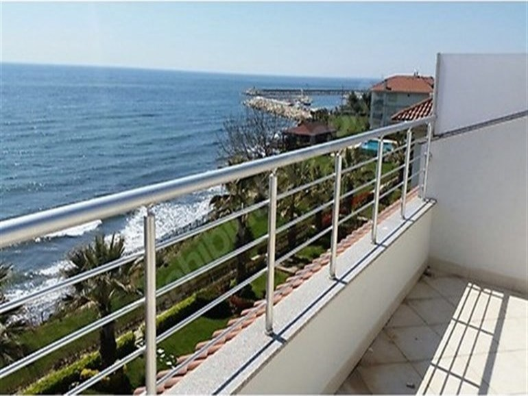 Beachfront Villa for sale In Buyukcekmece